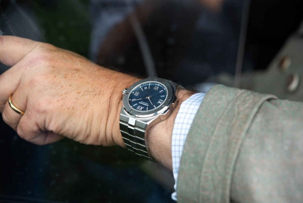 Chopard-Alpine-Eagle-Gold-Steel-Luxury-Sports-Watch-aBlogtoWatch-19.jpg