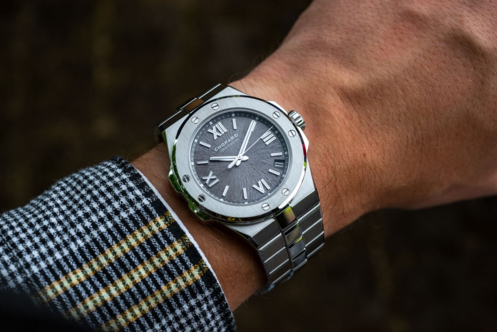 Chopard-Alpine-Eagle-Gold-Steel-Luxury-Sports-Watch-aBlogtoWatch-5.jpg