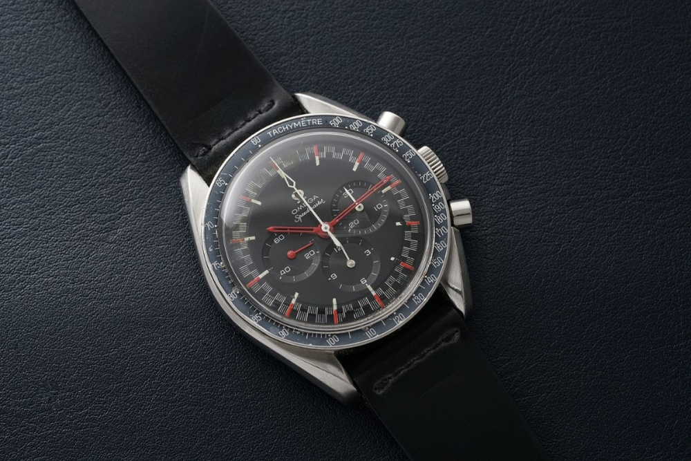 omega-speedmaster-moonwatch-red-racing-dial-cd6b40cc-99c6-43ed-b512-a116320bad6e_s1400x0.jpg