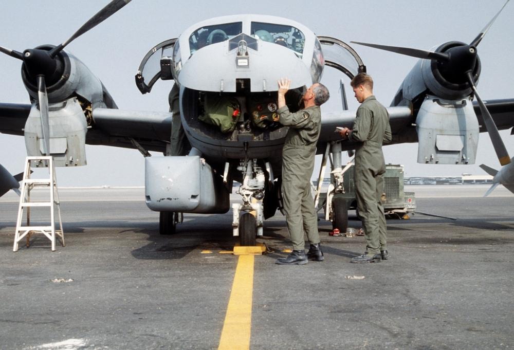 Pre-flight_inspection_of_an_OV-1D_Mohawk_surveillance_aircraft_during_Operation_Desert_Storm.jpg