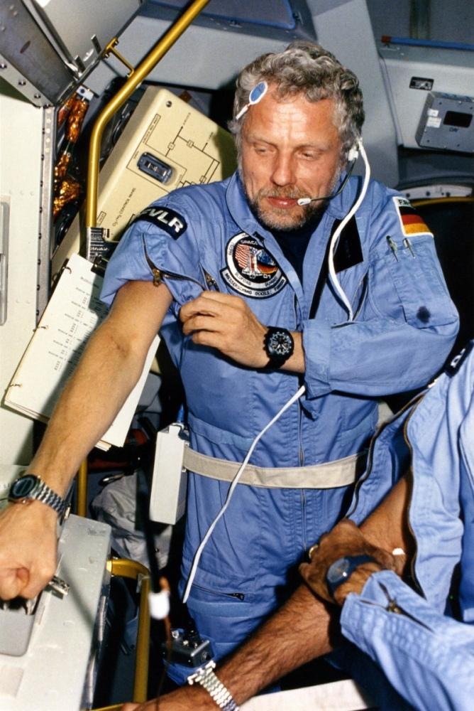 85_STS61A-ReinhardFurrer.jpg