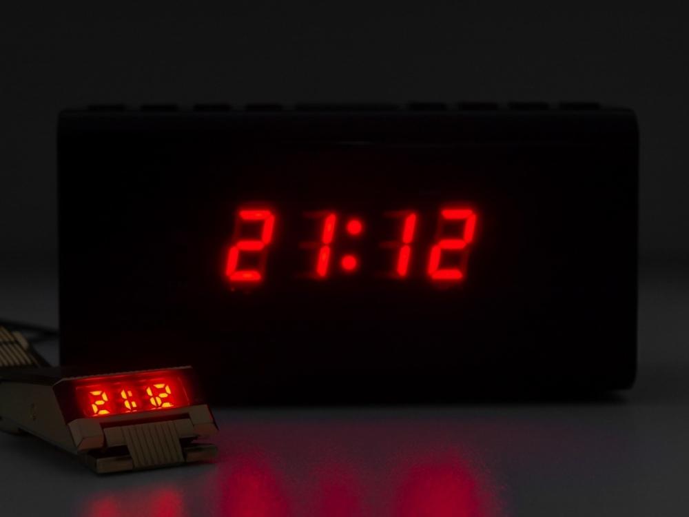 putovni-hodinky-bulova-helveti-budik.jpg.820dfc4758f970f9dcb68858a7673a68.jpg