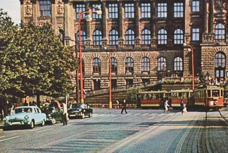 tramvaj-auta-praha-prosla-1973-8f6b973d-22ce-4319-804b-773b85f78bd1.jpg