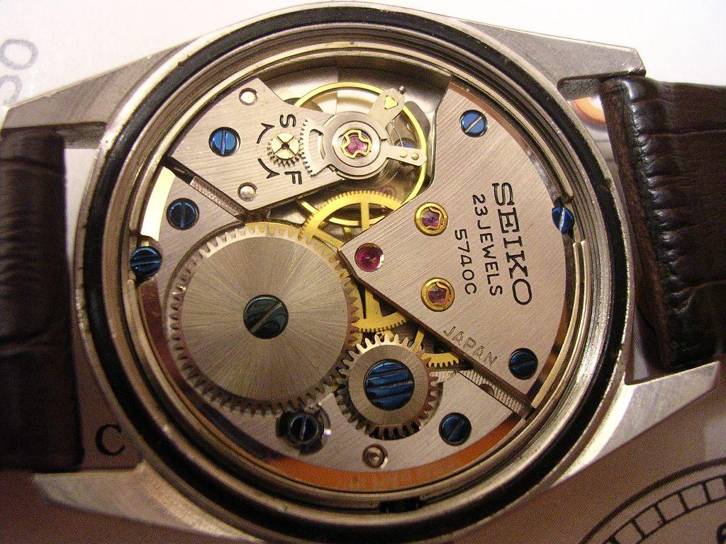 Původní plné dýnko hodinek bylo ručně upraveno (by Mechano) na dýnko  průhledné. 96f7333215